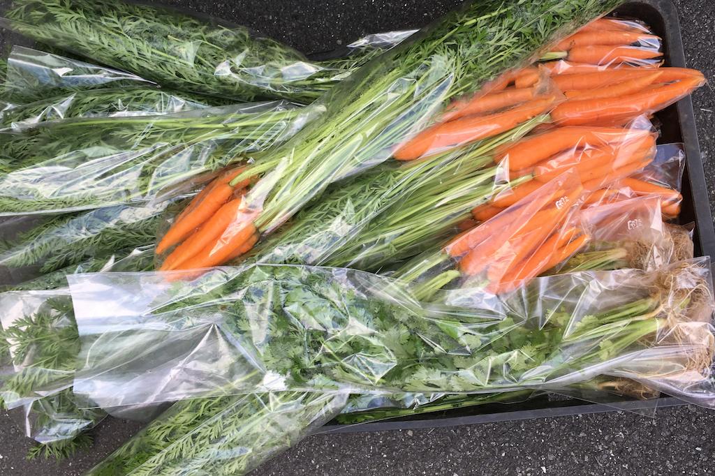 会員制ファンクラブβ版の特典トライアル「三鷹野菜を三鷹駅前で受け渡し